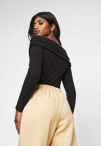 Fashion Union Petite - SWIFT - Long sleeved top - black - 2