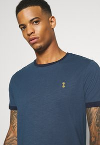 Nerve - NECHAZ TEE - Print T-shirt - ensign blue - 4