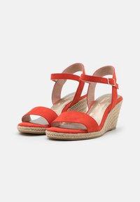 Tamaris - Wedge sandals - flame - 2