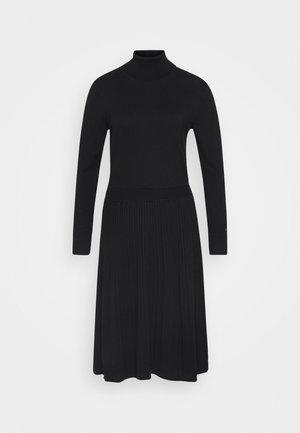 FLARE DRESS - Gebreide jurk - black