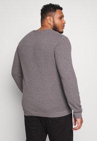 Selected Homme - SLHROCKY CREW NECK  - Jumper - medium grey melange - 2