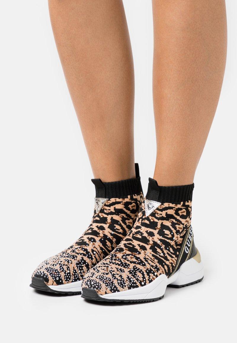 Guess - BAMMIE - Sneaker high - black/brown
