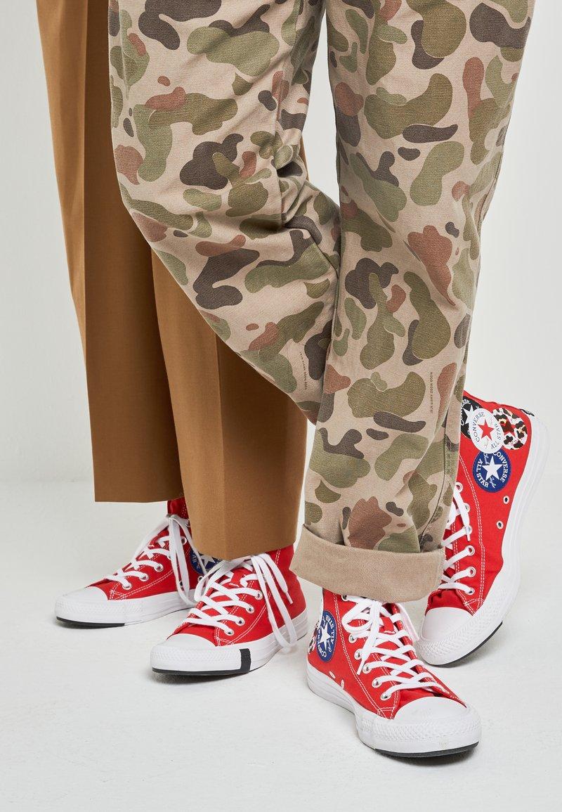 Converse - CHUCK TAYLOR ALL STAR - Sneakers hoog - university red/black/rush blue