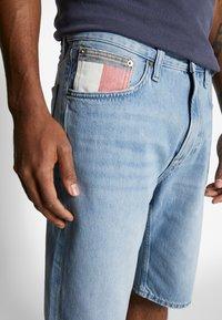 Tommy Jeans - REY - Denim shorts - light-blue denim - 6