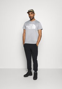 The North Face - MENS REAXION EASY TEE - Triko s potiskem - mid grey heathr - 1