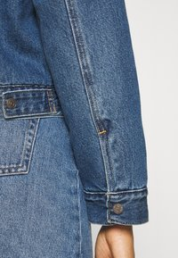 Levi's® - NEW HERITAGE SHERPA - Giacca di jeans - hot head - 5