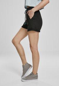 Urban Classics - FRAUEN  - Shorts - black - 2