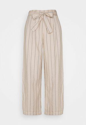 VIKULIO CROPPED PANTS - Trousers - natural melange/black