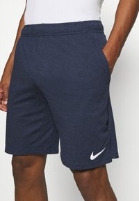 Nike Performance - DRY FIT - Korte sportsbukser - obsidian heather/white