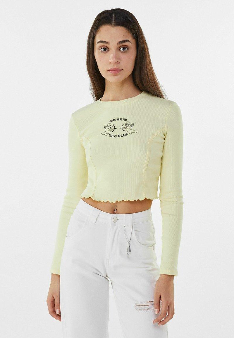 Bershka - MIT STICKEREI - Langærmede T-shirts - yellow