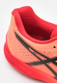 ASICS - SKY ELITE FF - Chaussures de volley - sunrise red/eclipse black - 5