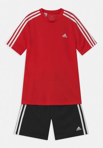 SET - Short de sport - vivid red/black/white