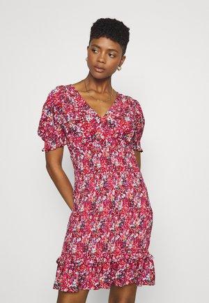 V-NECK SMOCKED MINI DRESS - Vestido informal - red