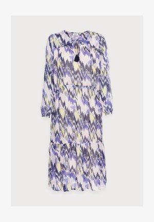 EXCLUSIVE HARLEYSZ DRESS - Päevakleit - barely ika