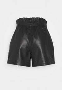 Vero Moda - VMKIM - Shorts - black - 1