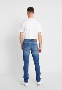 Tommy Jeans - SLIM TAPERED STEVE BEMB - Jeansy Slim Fit - berry mid blue - 2