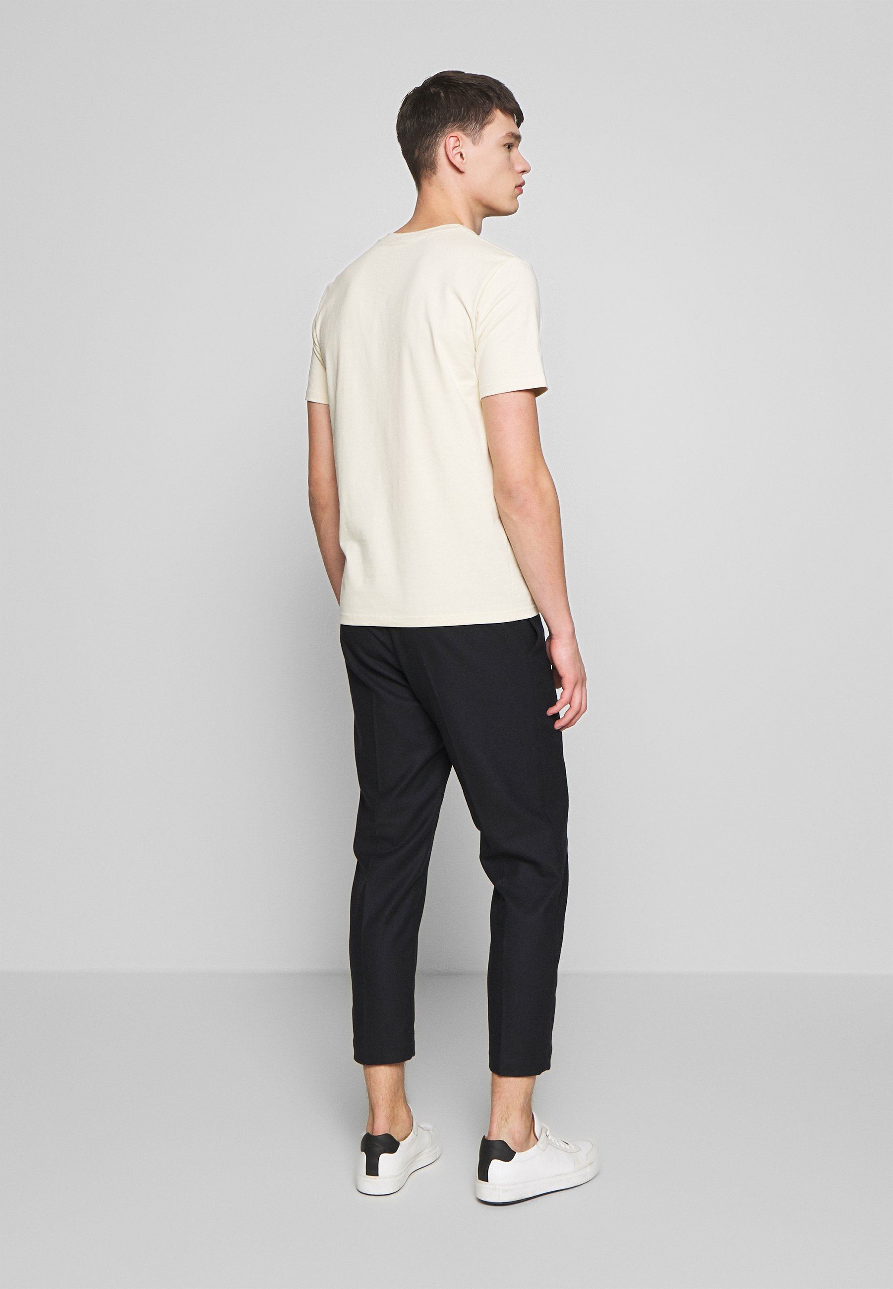 Filippa K TEE - Basic T-shirt - almond white 2TYNH