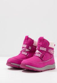 UGG - TABOR WP - Snowboots  - fuchsia - 3