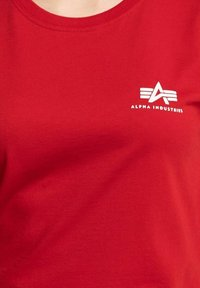 Alpha Industries - Print T-shirt - red - 3