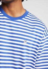 Obey Clothing - ICON STRIPE BOX TEE - T-shirt imprimé - blue multi - 4