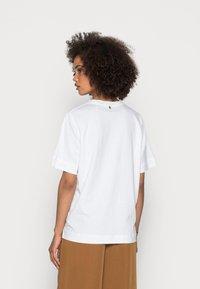 Rich & Royal - SIL VOUS PLAIT - Print T-shirt - white - 2