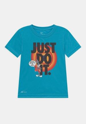 HEMTAPE TEE UNISEX - T-shirt imprimé - blue