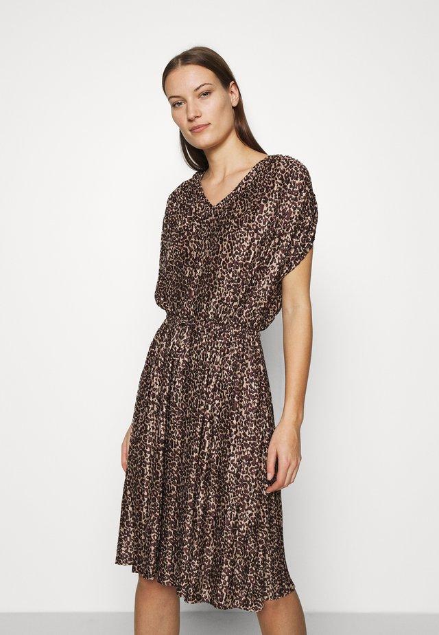 CABRINASZ DRESS - Sukienka koktajlowa - taupe shade