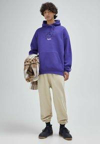 PULL&BEAR - Felpa con cappuccio - purple - 1