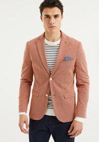 WE Fashion - WE FASHION HERREN-SKINNY-FIT-SAKKO MIT MUSTER - Suit jacket - rust brown - 0