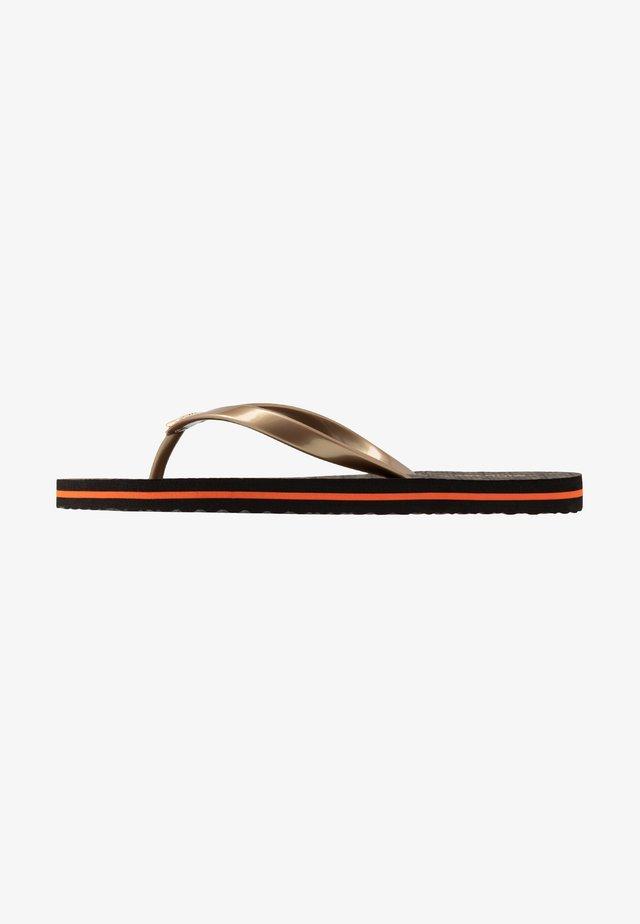 STRIPE EVA - Sandály s odděleným palcem - brown