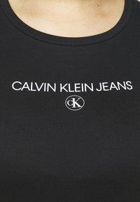 Calvin Klein Jeans Plus - ROUND TEE - Print T-shirt - black - 5