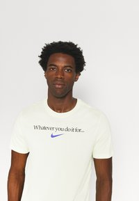 Nike Performance - TEE - T-shirt con stampa - lime ice - 3