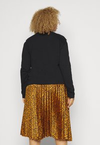 Glamorous Curve - YOKE  - Sweatshirt - black - 2