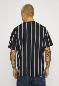 Topman - STRIPE SIGNATURE TEE - Print T-shirt - black - 2