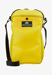 Bag N Noun - CAMP POCHETTE HALF - Across body bag - yellow - 6