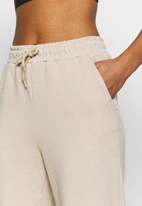 ONLY Play - ONPLOUNGE  - Teplákové kalhoty - beige - 5