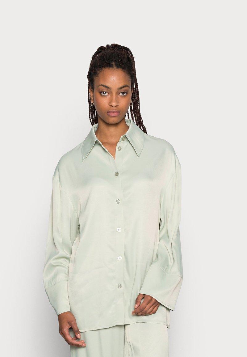 EDITED - OAKLYN BLOUSE - Button-down blouse - desert sage green