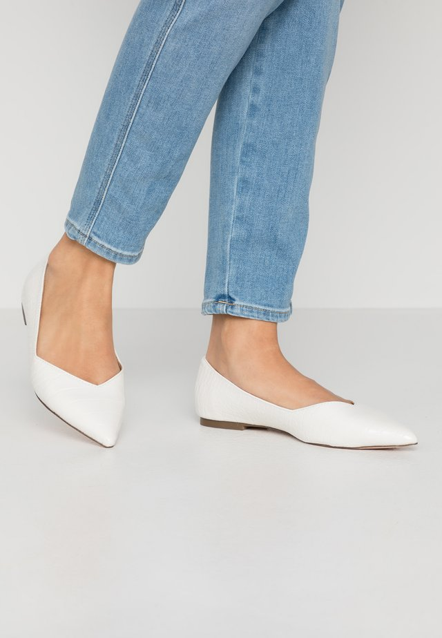 HAILIIE - Ballet pumps - white