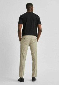Selected Homme - LEICHT - Kostymbyxor - sand - 2