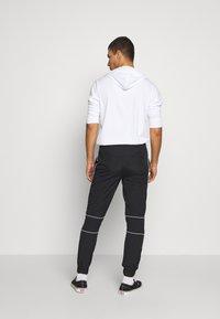 Jack & Jones - JJINEEDO PANTS - Pantalones deportivos - black - 2