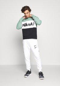 Nike Sportswear - AIR - Mikina - silver pine/black/white - 1