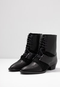 Day Time - KARRIE - Lace-up ankle boots - matrix nero - 4