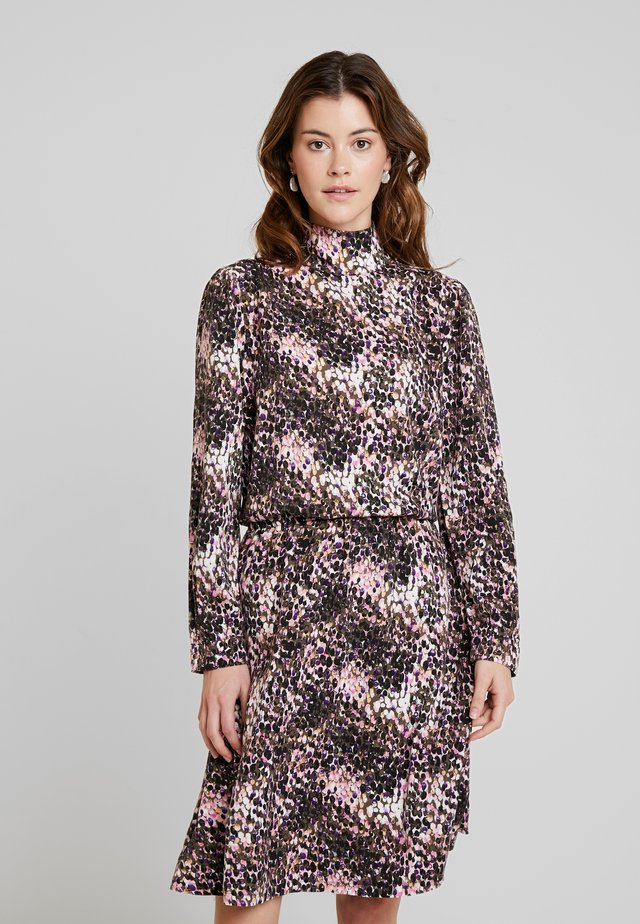 ON TOP OF THE WORLD - Robe d'été - sequins