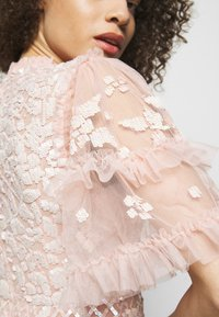 Needle & Thread - AURELIA MINI DRESS - Sukienka koktajlowa - strawberry icing - 4