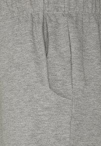 Noisy May Petite - NMMALOU CROPPED SET - Teplákové kalhoty - light grey melange - 5