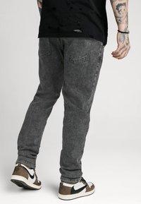 SIKSILK - RAW LOOSE FIT  - Jeans baggy - acid black - 4