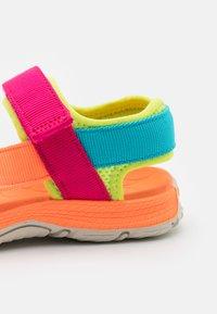 Merrell - KAHUNA UNISEX - Chodecké sandály - pink/multicolor - 5