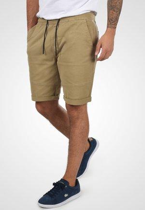 HENK - Shorts - sand