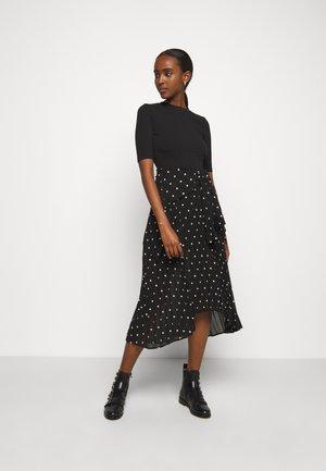 RIVOLO - Sukienka letnia - noir/blanc