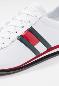 Tommy Jeans - RETRO FLAG - Trainers - white - 2